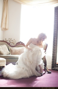 exquisite-bride-dressing-alone-photos