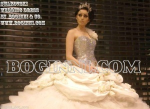 white-swarovski-diamonds-roses-300cm-wide-wedding-dress-[5]-2080-p